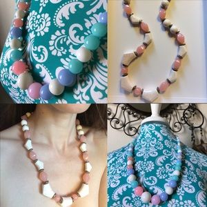 Vintage Jewelry - Pastel 80's Vibes Necklace Pink White chunky